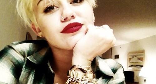 Nuevo look Vanguardista presume Miley Cirus