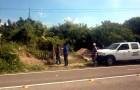 Sorprenden a funcionario usando vehículo oficial para limpiar su terreno
