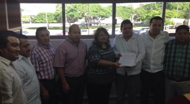 Se alista PRD Yucatán para el 2015, entrega documentos al IEPAC