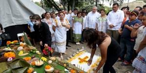 El Gobernador RZB inaugura la muestra de altares del Hanal Pixán