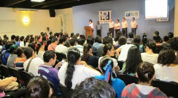 Estudiantes reciben capacitación para la búsqueda de Empleo