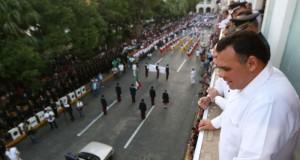 Muestra de orgullo nacional, en el desfile de la Revolución