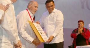 Confieren Medalla Yucatán a tres destacados profesionales