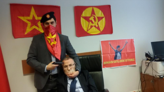 Secuestran a fiscal turco dentro de tribunal de Estambul